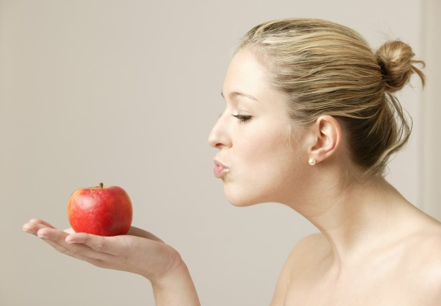 """Poison Apple? """"Kissing"""" picture spreads Trojan to Mac users"""