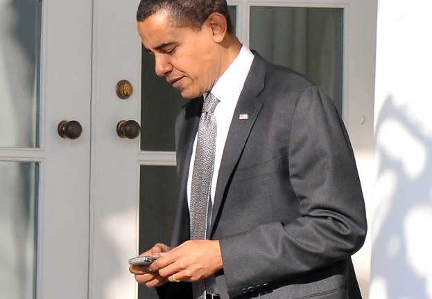 President Obama's BlackBerry survives assault from Korean Androids