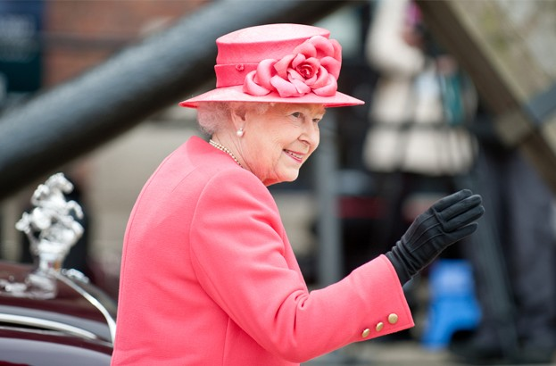 Queen Elizabeth consults with cybersecurity expert over privacy fears