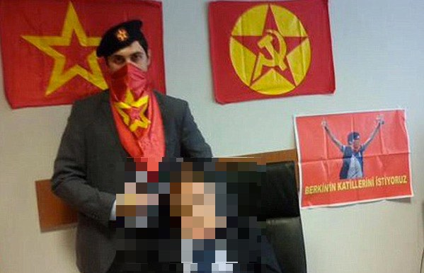 Twitter and YouTube blocked in Turkey over gruesome hostage photo posts