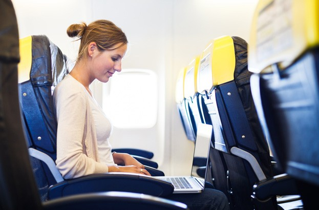 Hackers could control planes over in‑flight Wi‑Fi, warns US government