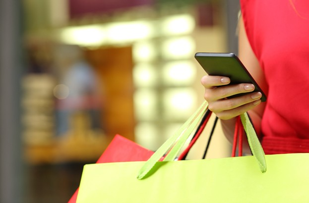 Retailers 'capable of tracking shoppers through smartphones'