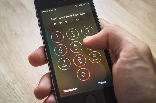 FBI could 'bypass' Apple to unlock San Bernardino iPhone