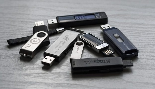 Black Hat: memorias USB como vector de ataque, al estilo Mr. Robot
