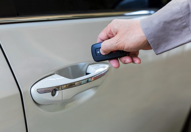 Keyless convenience or security risk? Car theft in action