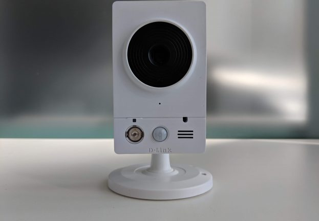 D-Link camera vulnerability allows attackers to tap into the video stream