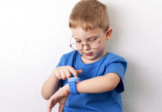 Smartwatch exposes locations and other data on thousands of children